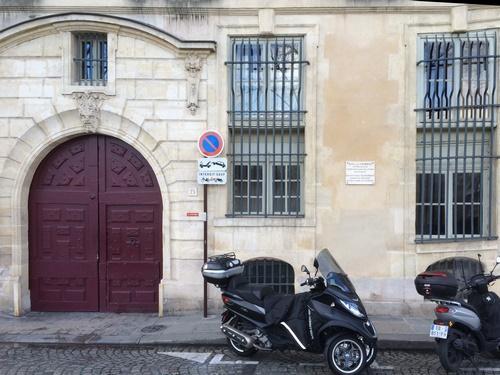 """Hôtel Charron : remarquer l' """"alignement"""" des éléments"""