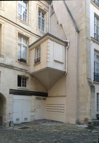 Hôtel Charron : cour