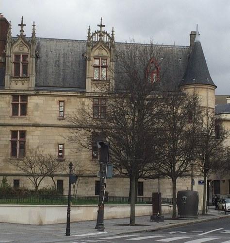 Hôtel de Sens, aperçu avant d'arriver au Pont Marie